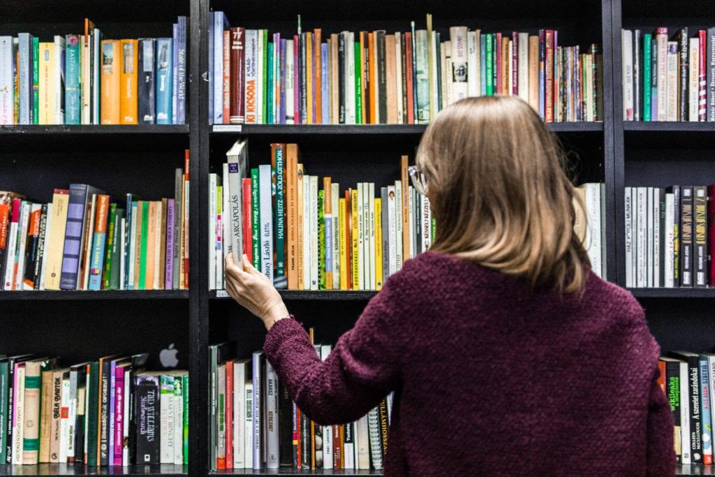 Rengeteg könyv és olvasnivaló a Cseriti adományboltban